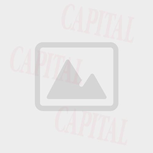 FOTOGRAFIE INEDITĂ: Traian Băsescu cu nepotul în braţe