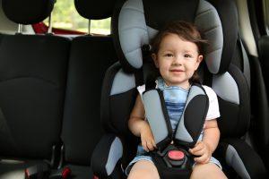 cum inveti copilul in scaunul de masina