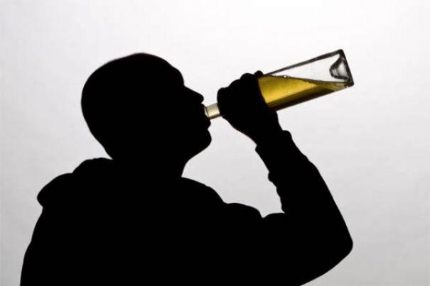 Moldova nu mai e țara cu cel mai înalt consum de alcool pe cap de locuitor, dar e pe poziția a III-a. Vezi cine-i pe primul loc