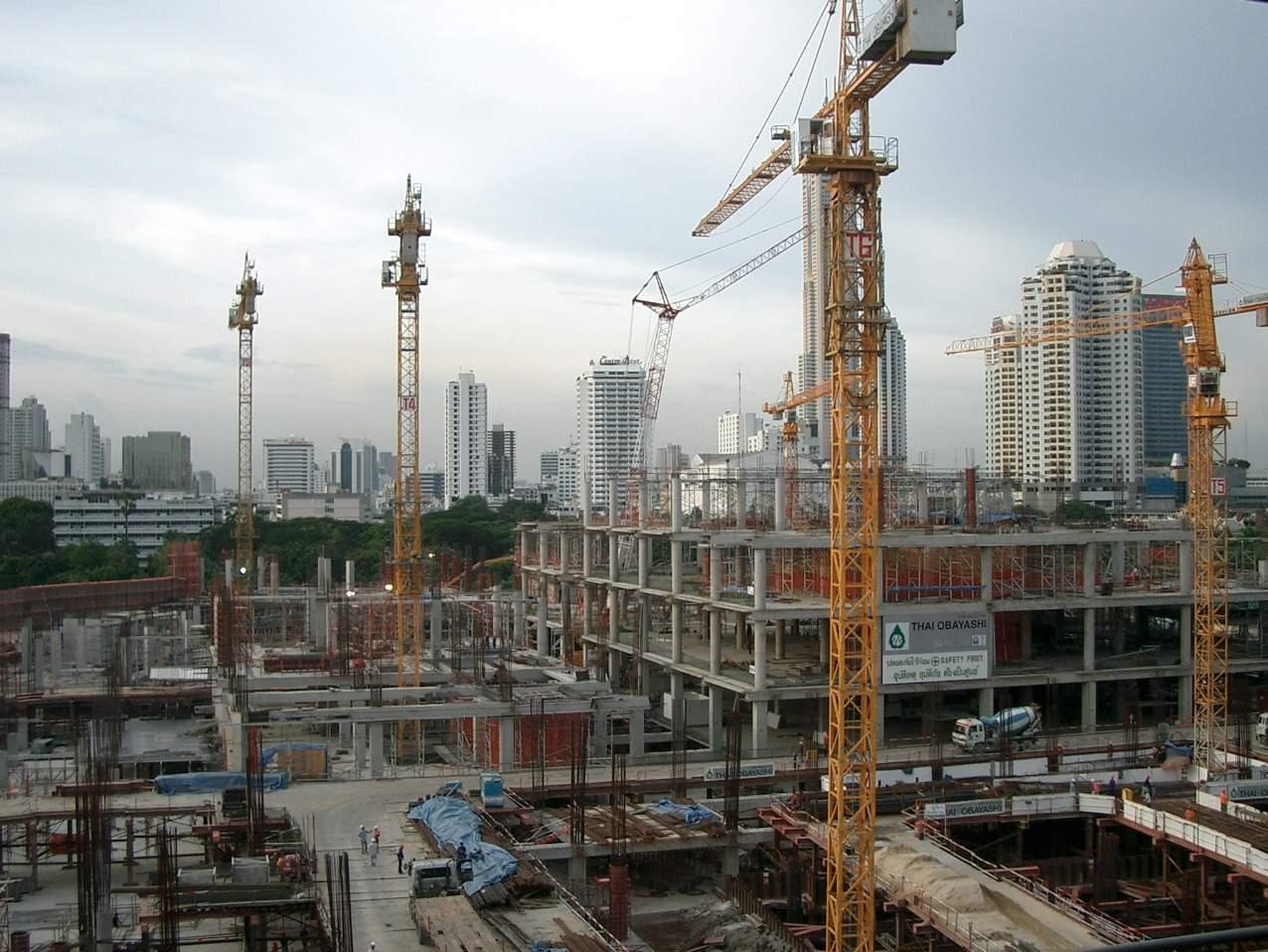 INS: volumul lucrărilor de construcţii a crescut cu 30,5% în primele luni ale anului