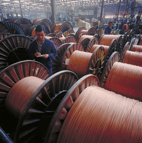 INS: cifra de afaceri a companiilor din industrie a crescut cu 18% în perioada ianuarie-mai