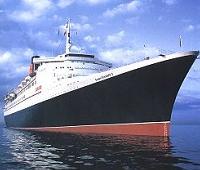 Nava de croazieră QE II, transformată în hotel