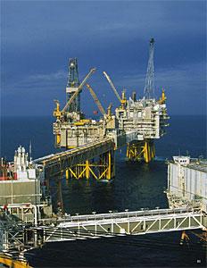 Exxon Mobile şi Conoco Phillips nu acceptă condiţiile lui Hugo Chavez