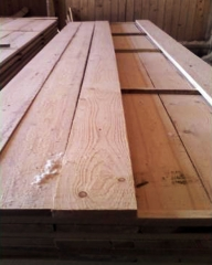 Patronatele din industria lemnului vor mai multe case din acest material