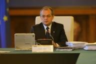 Guvernul desfiinţează 400 de posturi de la cabinetele demnitarilor