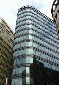 Criză pe piaţa de birouri: deşi chiriile scad, clădirile se golesc