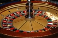 Criza a afectat şi cazinourile: Clienţii pariază mai puţin cu 20%