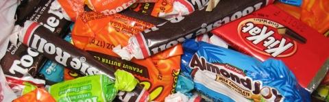 Un copil de 8 ani a încercat să cumpere dulciuri de 1.680 de euro