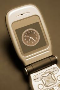 Care sunt mai cele mai utilizate funcţii ale celularului de către români
