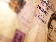 Marea Britanie trebuie să tipărească mai mulţi bani