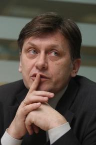 Crin Antonescu s-a răzgândit: Olteanu este nepotrivit pentru postul de viceguvernator BNR