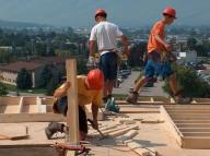 În plină recesiune, Guvernul şi sindicatele vor majorarea salariilor