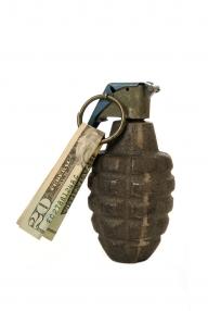 Americanii tratează criza cu mai mulţi bani pentru război