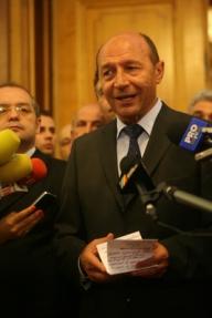 Băsescu: Căderea economică se va atenua în trimestrul patru