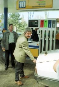 Petrom scumpeşte din nou carburanţii