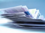 Euro a revenit sub 4,30 lei