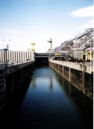 Statul negociază cu patru bănci finanţarea hidrocentralei de la Islaz