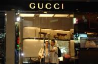 Proprietarul Gucci vizează vânzarea unor divizii
