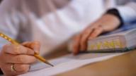 Peste jumătate dintre tinerii români nu ştiu să citească bine