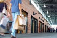 Retailerii internaţionali dau buzna în Bucureşti. Îşi revine piaţa?