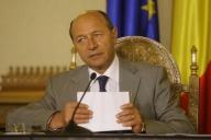 Băsescu: O ţară care ia împrumuturi să-şi plătească salariile şi pensile este o ţară de mâna a doua