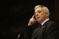 Isărescu: Majorarea TVA cu 5 puncte va duce la o creştere a preţurilor cu 3%
