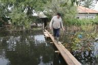 Aproape un million de români trăiesc în zone cu risc ridicat de inundaţii