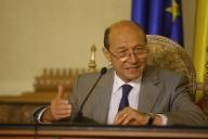 """Băsescu: """"Orice trăitor într-o ţară este dator un impozit"""""""