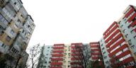 Proprietarii ar trebui să reabiliteze termic locuinţele pe cont propriu