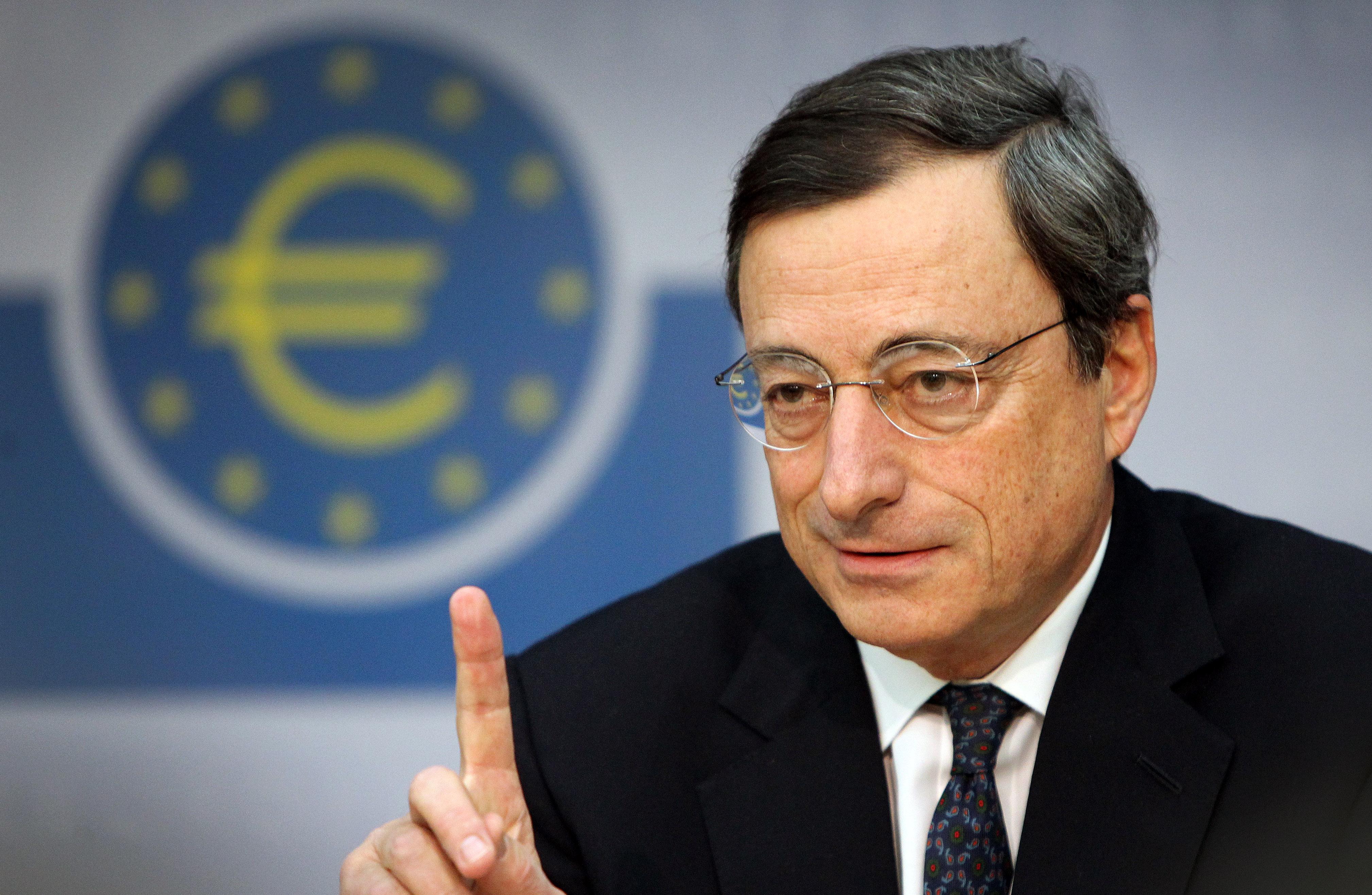 Preşedintele BCE recunoaşte că banii injectaţi în sistemul bancar nu ajung în economia reală