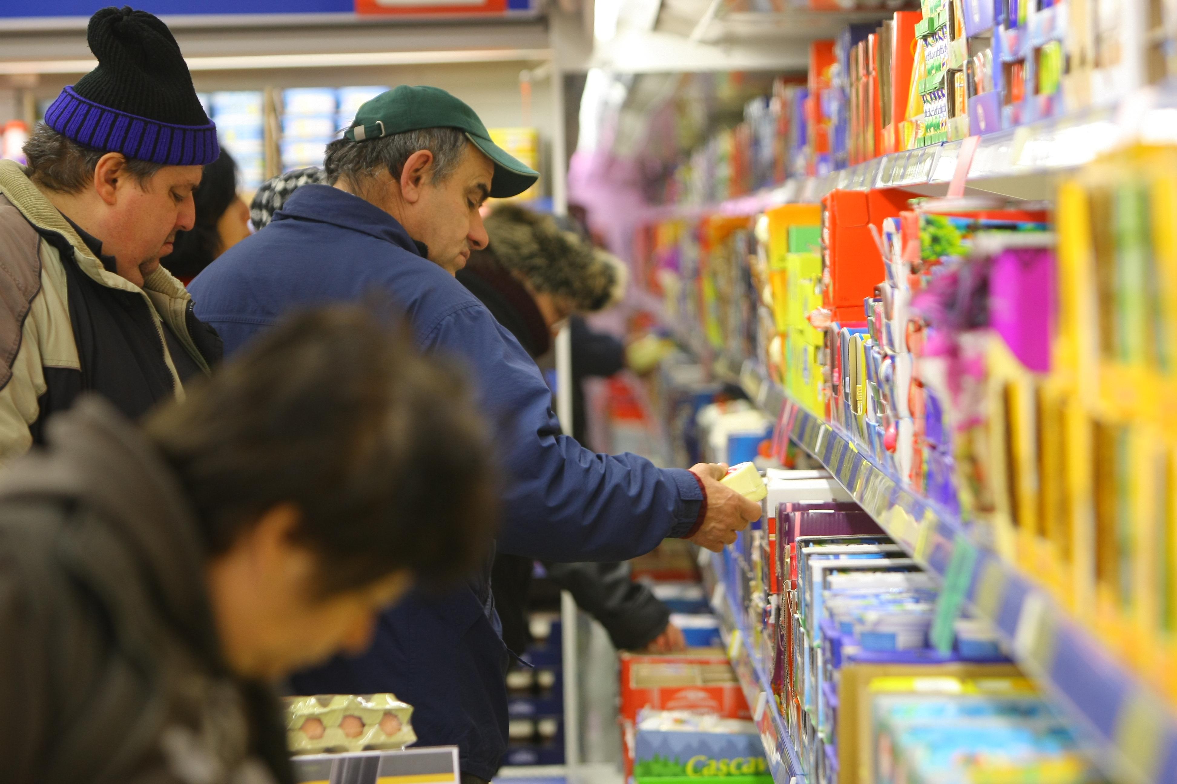Unde îți faci cumpărăturile? Vezi ce nereguli a găsit Protecția Consumatorilor în marile lanțuri de retail