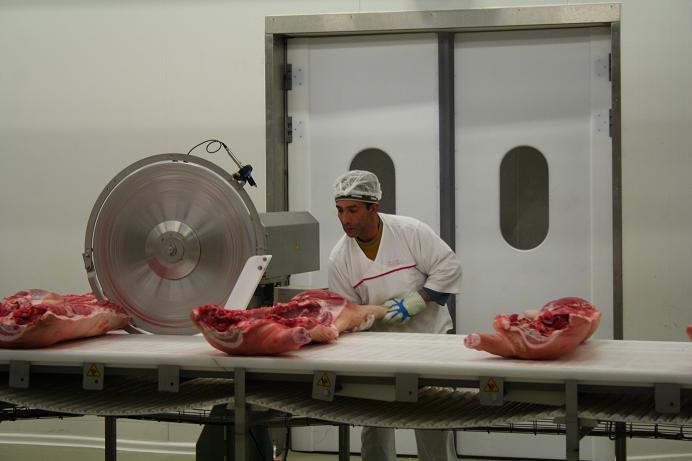 CE: Discuţii în curs cu Rusia privind interzicerea cărnii de porc din UE