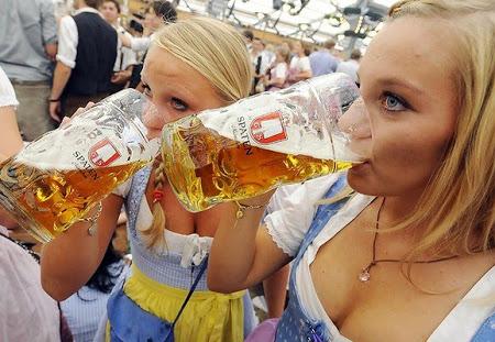 Germanii beau din ce în ce mai puţină bere