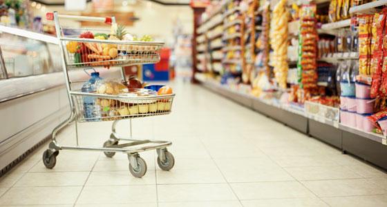 Cine va câştiga războiul din comerţ, hipermarketul sau magazinul mic?