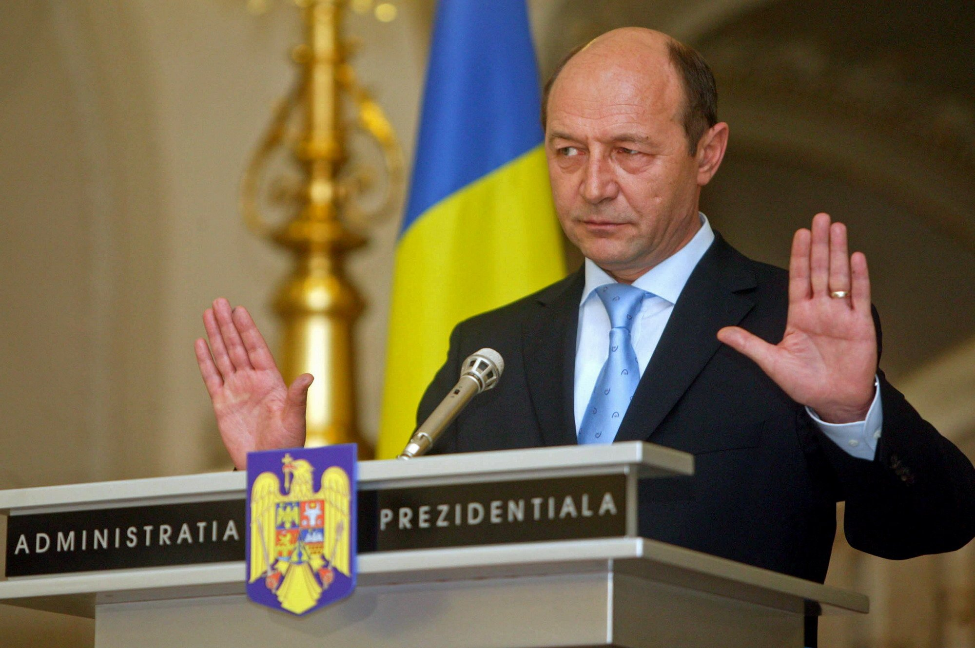 Detalii surprinzătoare despre Iliescu și Băsescu. Câți bani primesc foștii președinți