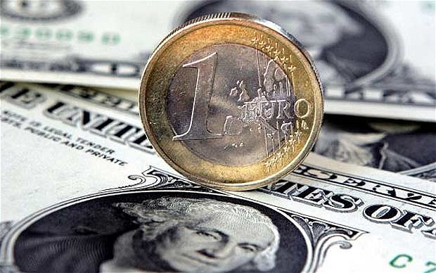 Moneda euro a căzut sub 1.1747 dolari, rata la care a fost evaluată atunci când a fost lansată în 1999