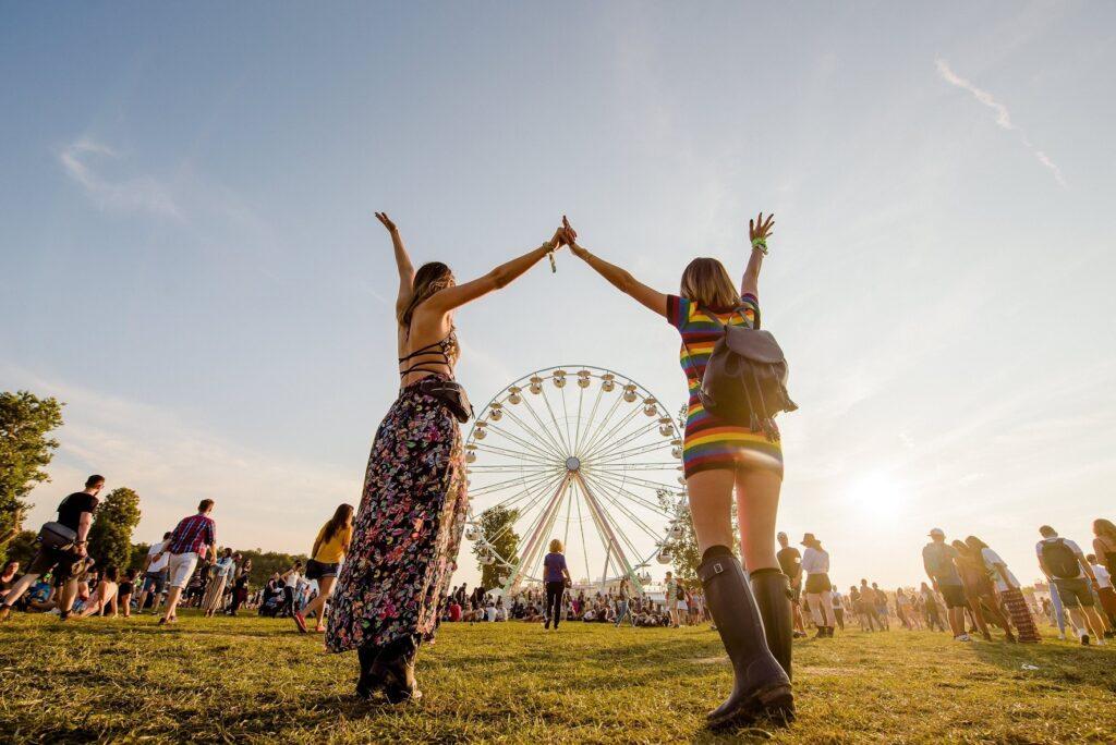 """Electric Castle, festivalul de sute de mii de oameni care reușește să rămână în afara """"mainstream-ului"""""""