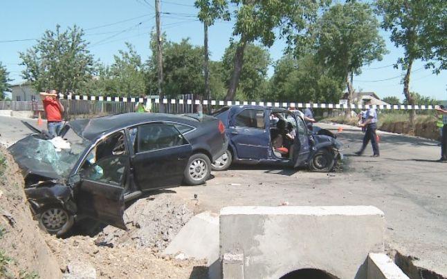 Accident grav în Moldova chiar în ziua protestului pentru autostrăzi. Cinci persoane rănite în urma unei coliziuni frontale