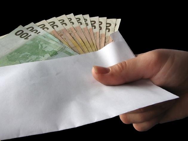 Se dau bani de la stat! Ce români vor beneficia de zeci de mii de euro