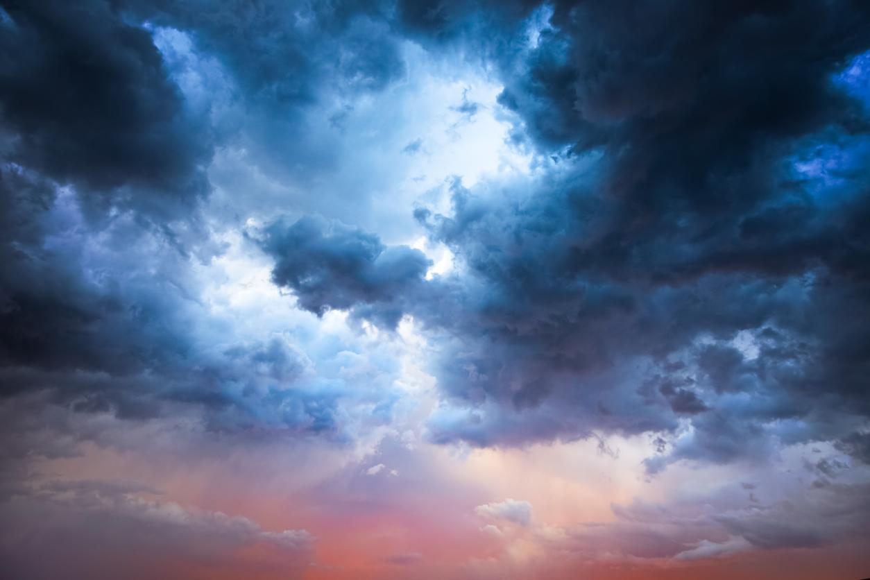 ANM avertizează românii să nu iasă din case: Cod portocaliu! România va fi lovită de fenomene meteo extrem de periculoase. Cele mai afectate zone