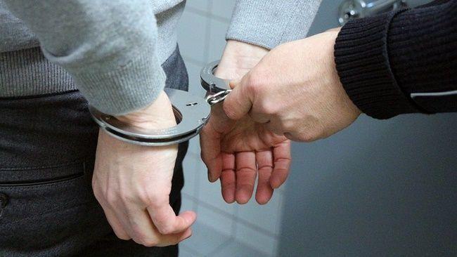 I-au SĂLTAT direct în cătușe! Motivul pentru care i-a luat Poliția pe acești cinci români