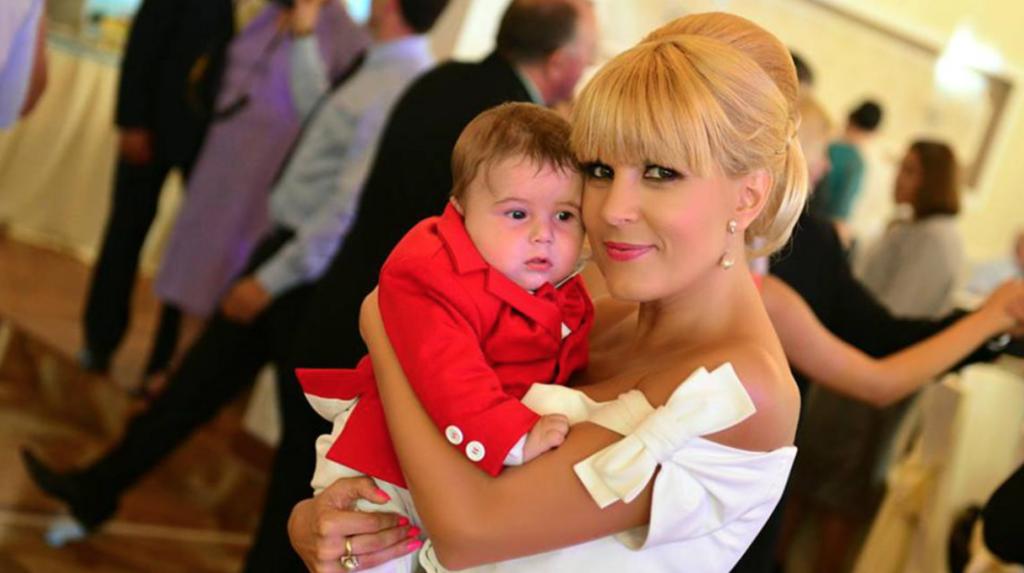 Elena Udrea, zi deosebit de importantă astăzi! Primele imagini de la botez! Băsescu, printre participanți VIDEO
