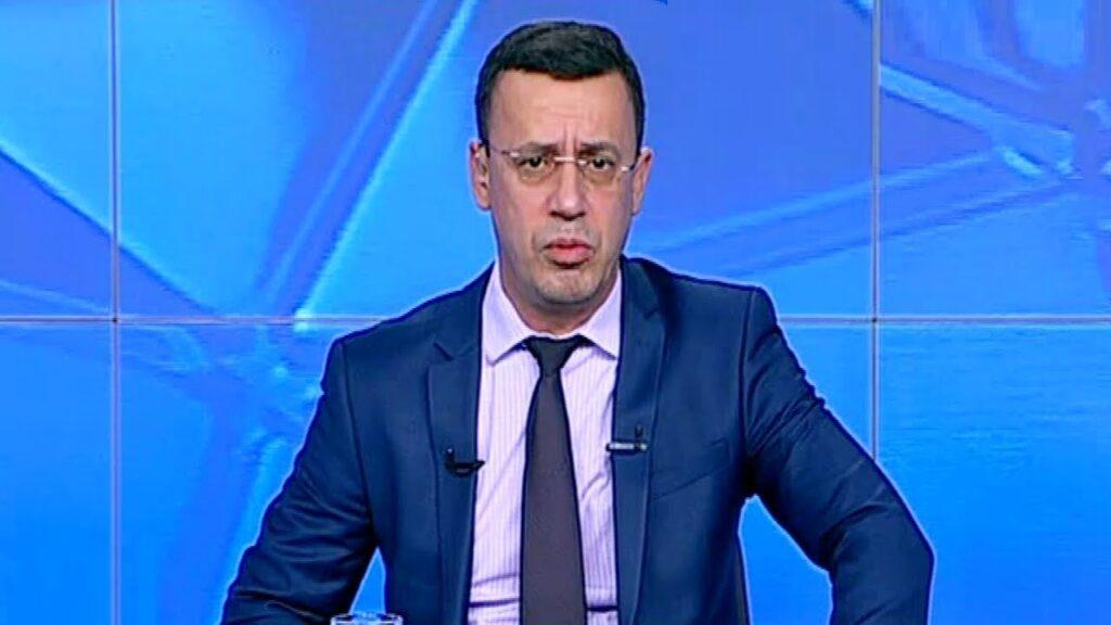 Victor Ciutacu, oprit din nou de poliție! Jurnalistul RTV a răbufnit: Să-i scriu lui Vela ce nătărăi plini de zel și de frustrări a scos în stradă