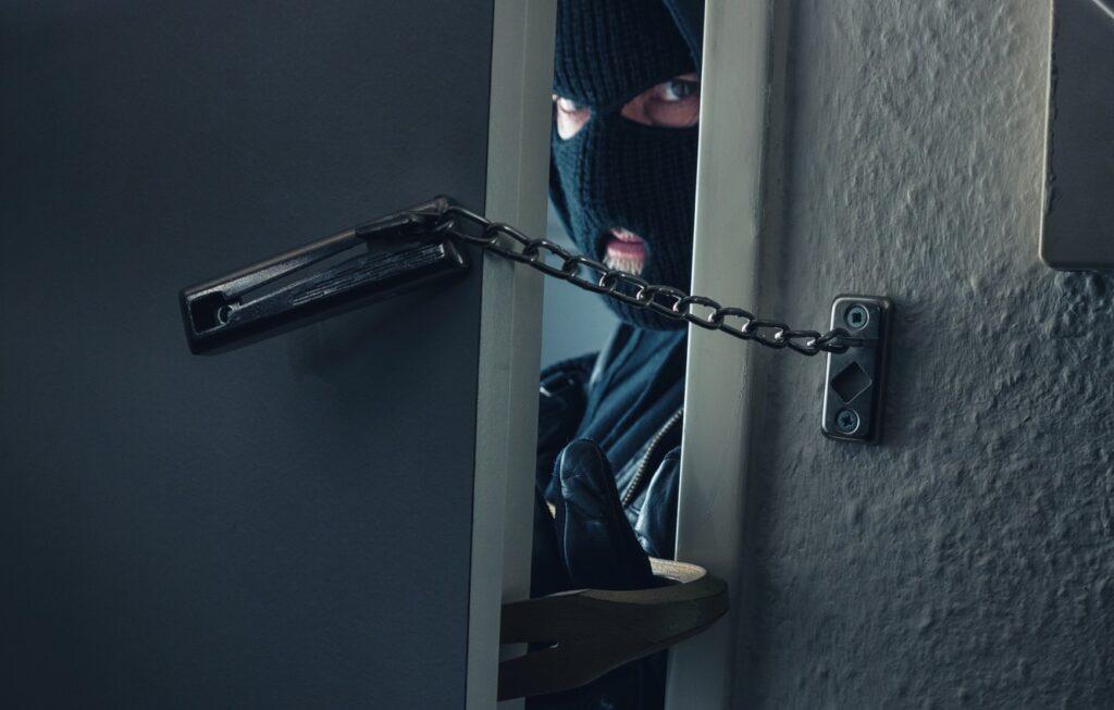 Intră peste tine în casă! Anunțul făcut de Poliția Română. E stare de alertă