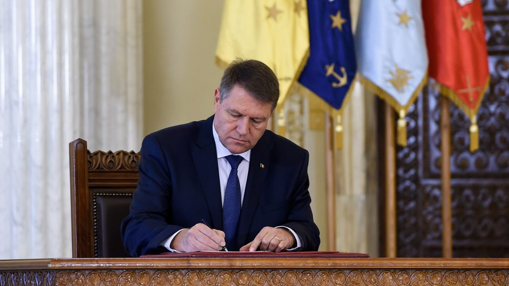 Klaus IOHANNIS a semnat decretul! O lege importantă pentru România tocmai a fost promulgată