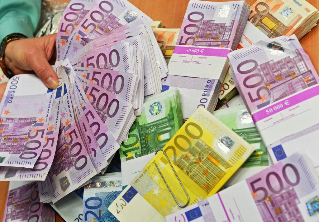 Super mulți bani de la stat! Zeci de milioane de euro pentru acești români. Ce condiții trebuie îndeplinite
