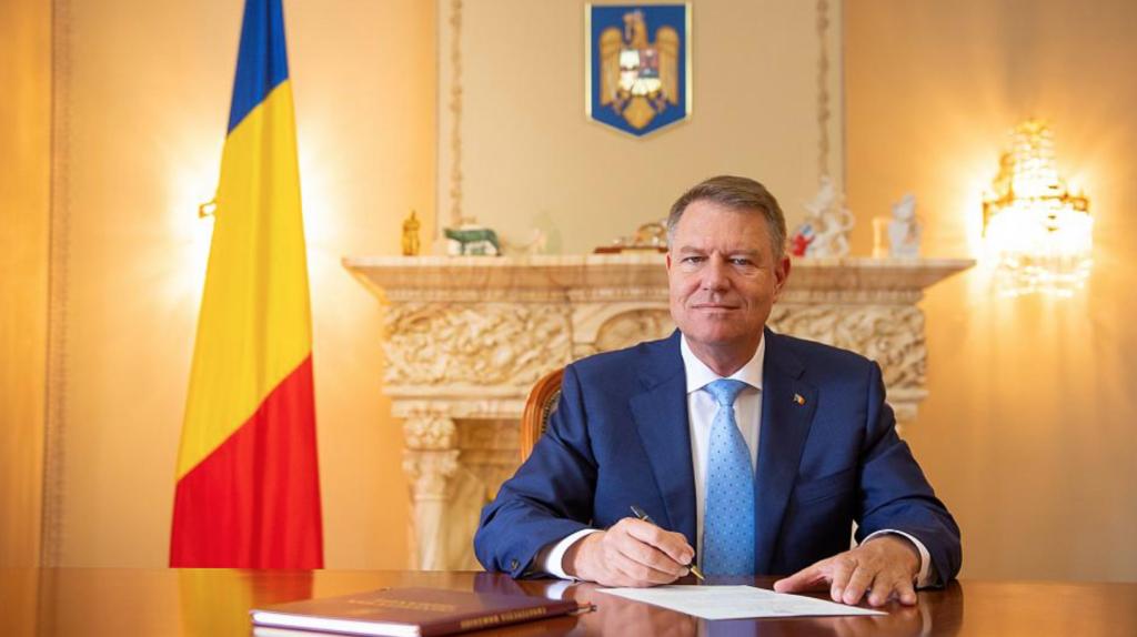 Iohannis a semnat decretul! Veste uriașă pentru acești români. Ce au primit