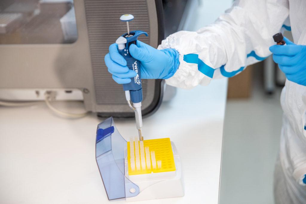 OMS a oprit studiile clinice pentru tratamentul împotriva COVID-19. E șocant ce s-a descoperit