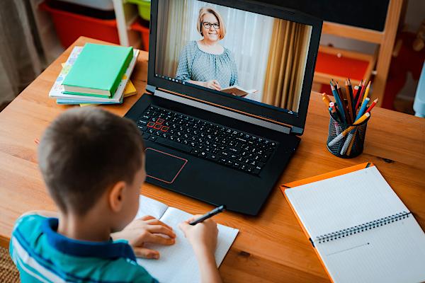 Scandal în Educaţie. Sindicatele acuză autorităţile că învăţarea online este discriminatorie – capital.ro