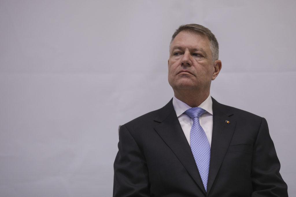 Iohannis e TERMINAT! Lovitură CRUNTĂ încasată de președinte. L-au scos din joc